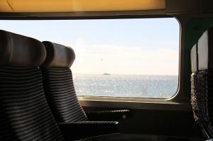 train-690200_640